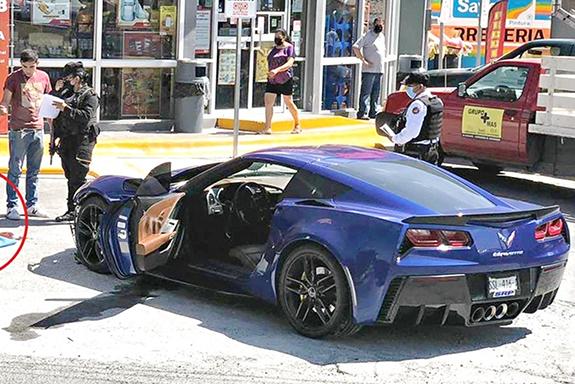 Sicarios ejecutan al del Corvette a metros de Cuartel de la Fuerza Civil, como pudo se subió al coche todo jodido con 4 balazos para pedir ayuda pero después choco