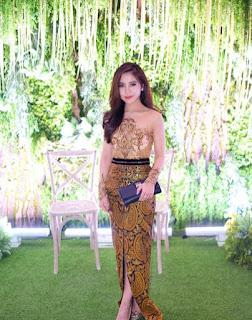 Kebaya brokat batik modern warna gold