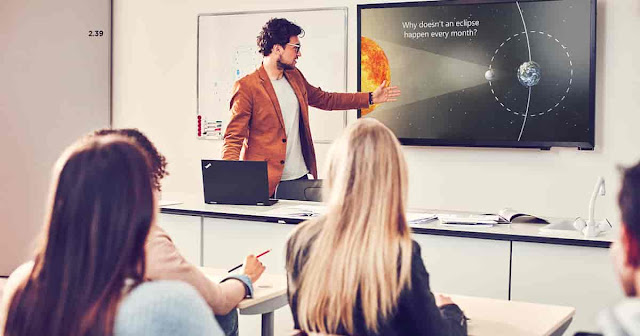 Microsoft PowerPoint has an AI assistant that will judge your presentation skills