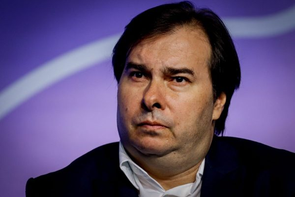POLÍTICA: Rodrigo Maia (DEM) nega que tenha cogitado abrir impeachment de Bolsonaro