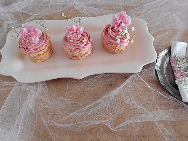 mini naked cakes coco baunilha e ganache morango