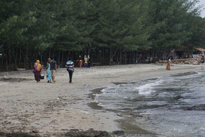 Pantai Jatisari yang berlokasi di Rembang