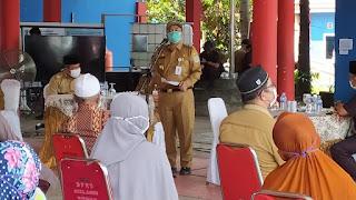Pemkot Jambi Lakukan Penyerahan Bantuan Insentif yang Dilaksanakan Di Posko Gugus Tugas Kota Jambi