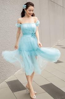 Mai Phương Thúy, Nhã Phương nhiều lần diện váy trễ vai lấp ló vòng 1