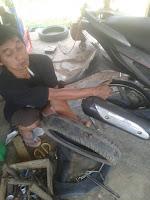 TIPS PRAKTIS MENGGANTI BAN LUAR BELAKANG PADA MOTOR METIC