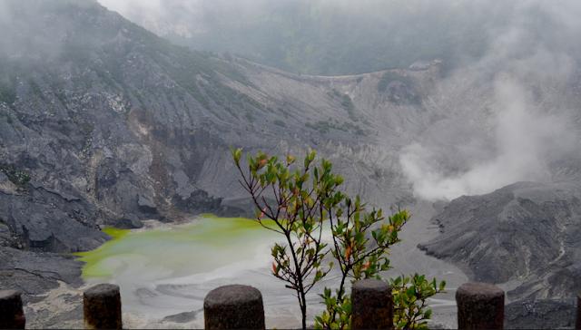 Wisata Gunung Tangkuban Perahu adalah salah satu tempat wisata terkenal di kawasan Bandun Wisata Tangkuban Perahu Bandung
