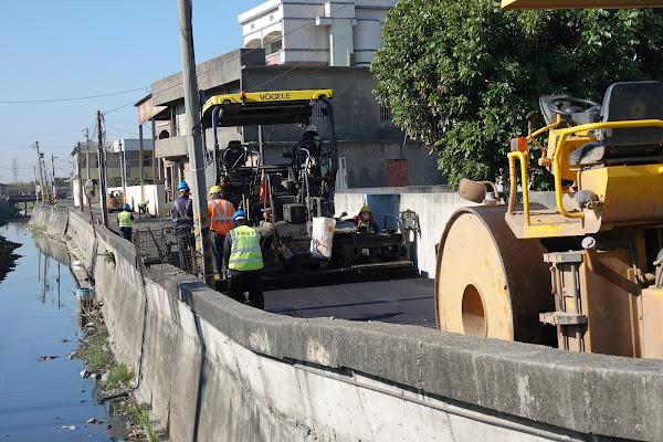 鹿港鎮長視察草港尾農路改善 打造平坦安全的路