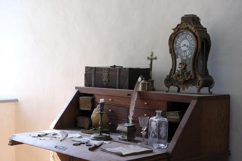 mobile-legno-restauro-scrivania