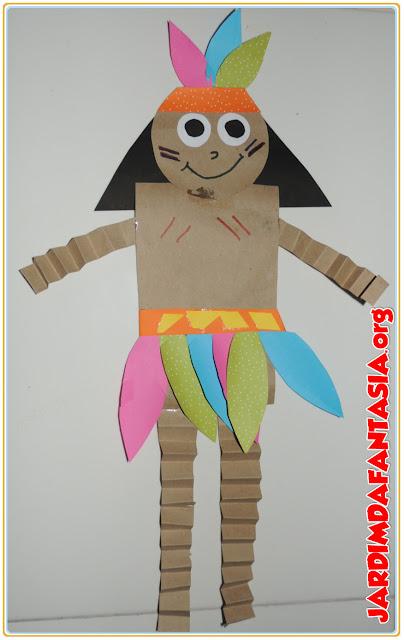 Índio de formas geométricas mãos e pés sanfonados
