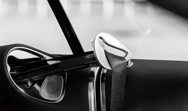 Mercedes S500 Cabriolet 2018 trang bị Cần đưa dây đai an toàn tự đồng cho hàng ghế phía trước