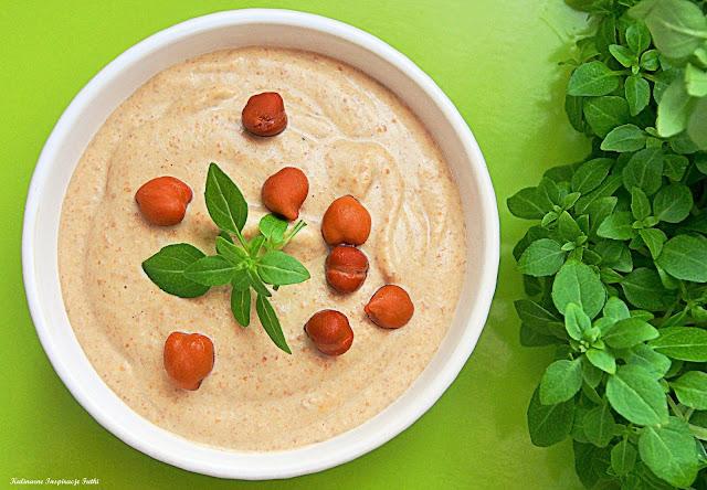 Hummus z ciemnej ciecierzycy (Kala Chana Hummus)