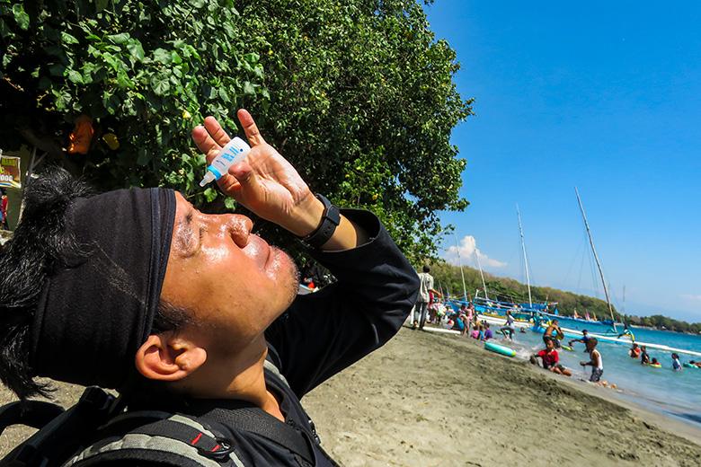 Sedia Insto Dry Eyes agar Mata Tidak Kering saat ke Pantai