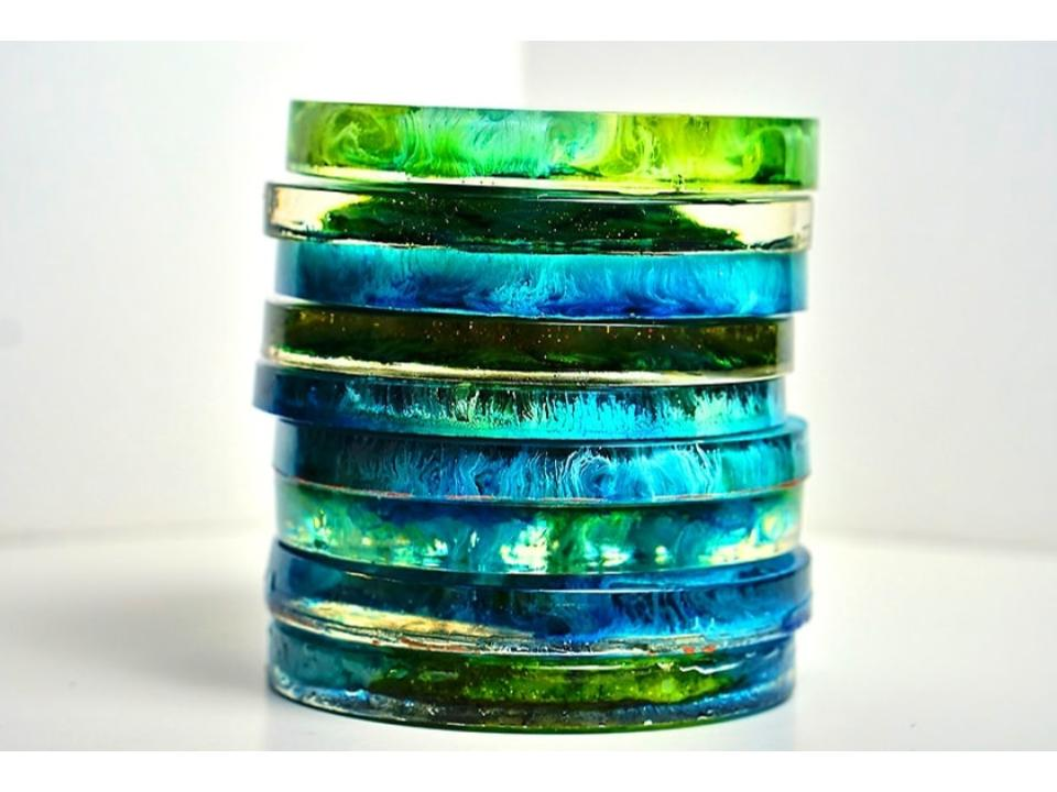 make resin art and craft with colorful alcohol ink