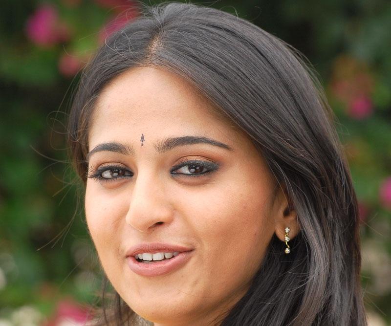 Anushka Shetty Face Closeup Photos In Yellow Dress