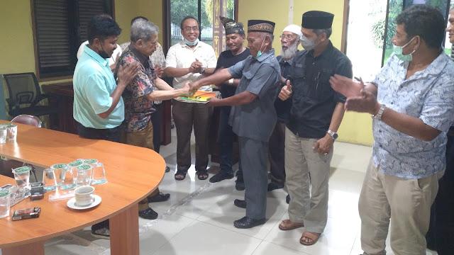 Joko Fiknizal Terima SK Panglima Penggawa Adat Muda Kabupaten Bengkalis dari Dt Asral Rahman