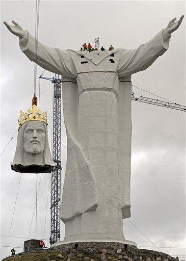 Ba Lan hoàn tất việc dựng tượng Chúa Giê-su lớn nhất thế giới - Ảnh minh hoạ 4