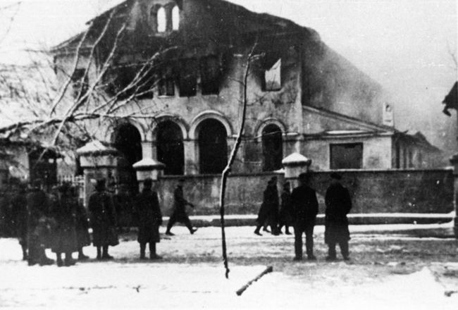 24 December 1939 worldwartwo.filminspector.com Siedlce Poland synagogue