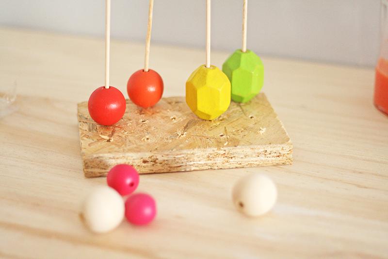 DIY collar de madera de colores