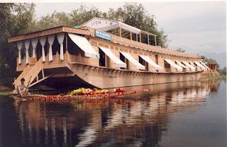 Kashmir Tourism: January 2013 - Exotic Houseboat Designs