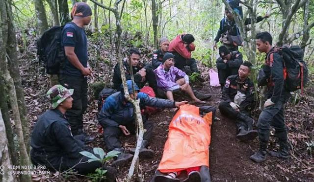 Proses evakuasi pendaki di Gunung Lemongan