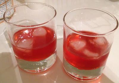 Glaasje frambozenlkeur met ijs