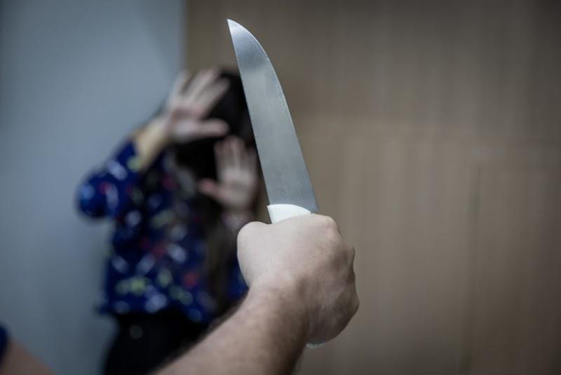 Marido embriagado esfaqueia mulher e foge da polícia levando o filhinho em Pedreiras