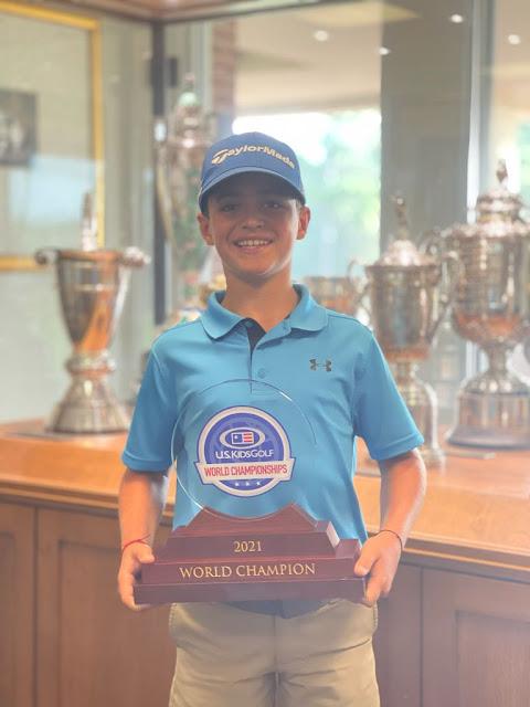 Bento Assis comemora título mundial de golfe infantil com seu troféu