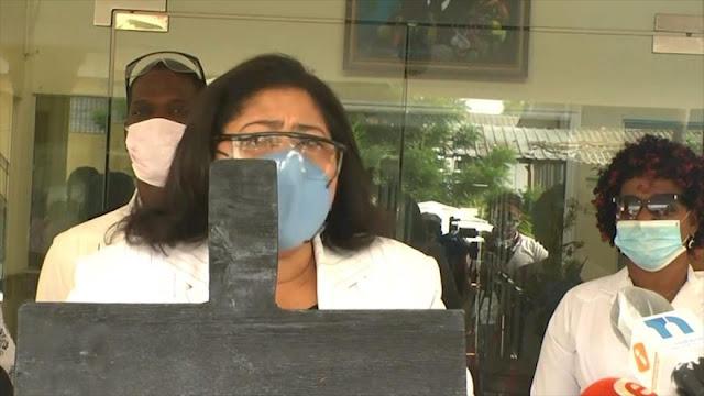 Médicos dominicanos critican manejo de crisis por coronavirus