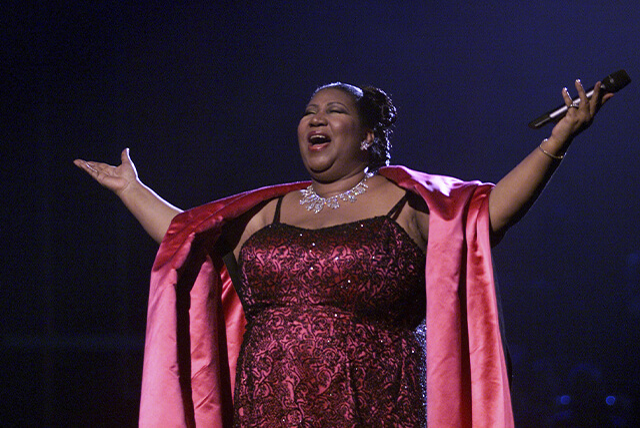 aretha franklin cantando no palco