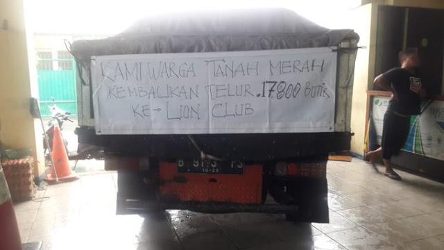 Bela Anies dari Fitnah, Warga Tanah Merah Kembalikan 17.800 Butir Telor ke Lions Club