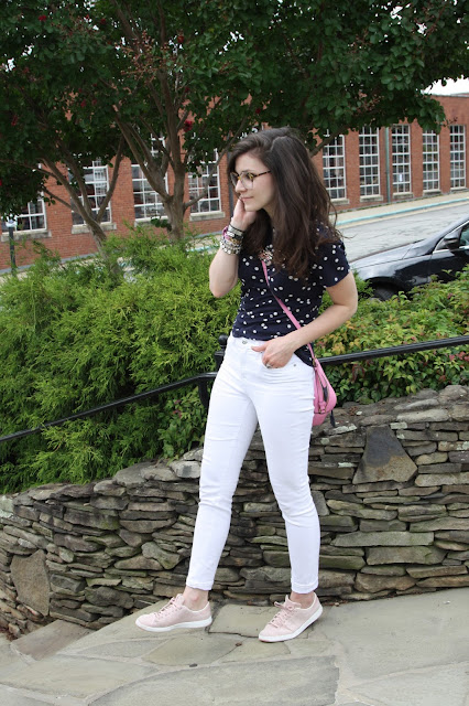 2017, OOTD, summer, white jeans, polka dots, navy, pink,