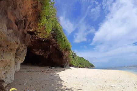 Green Bowl Bali, Pantai Eksotis dengan Gua di Bawah Tebing