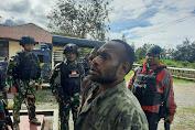 Meresahkan Warga, Satgas Yonif PR 432 Kostrad Tangkap Pelaku Pembegalan
