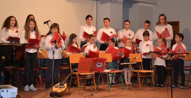 Τα παιδιά στο Λυγουριό τραγούδησαν για το Πολυτεχνείο