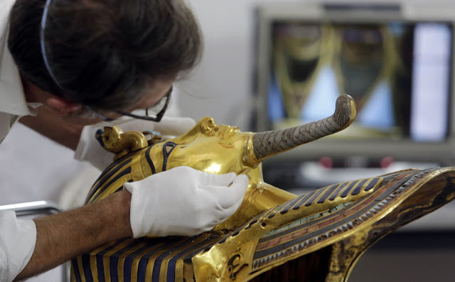Eight tried over botched repair of Tutankhamun's mask