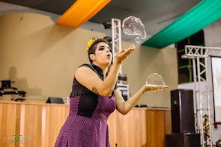 Show de Bolhas Gigantes na comemoração do aniversario da casa de idosos Vida Mais em Itapira Sp.