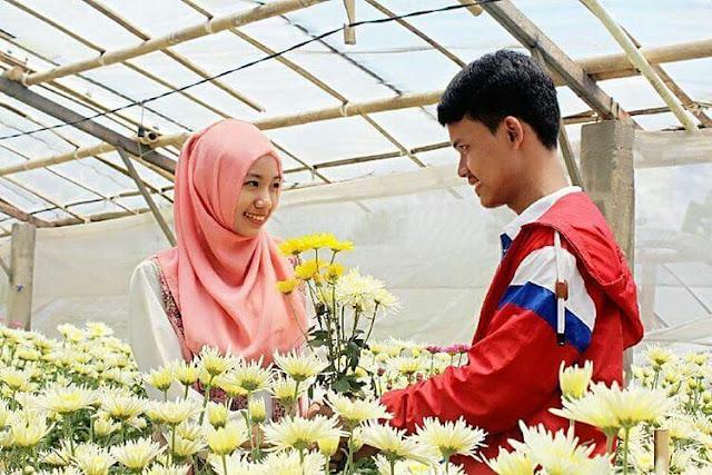 foto romantis di taman bunga bandungan