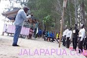 Dalam Suasana Kegiatan  pengenalan berlangsun Kepala Suku Meee, Kota Jayapura , Angkat nasehat kepada Maba Baru dan Lama IPPMMARPUT Se-Jayapura Tahun 2021.
