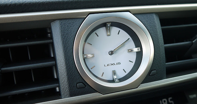 Lexus RC 300h dashboard clock