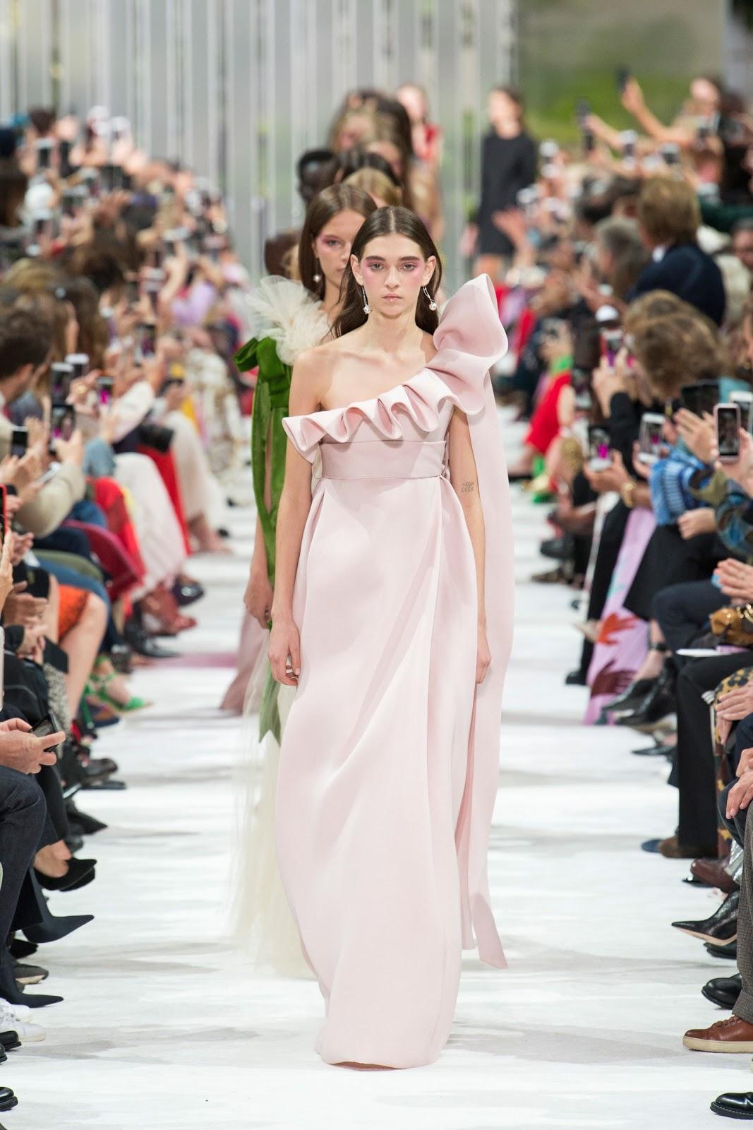 Abiti Eleganti Valentino 2018.Valentino Spring 2018 Fashion Show Pfw Cool Chic Style Fashion