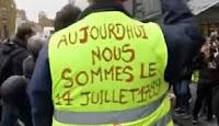 Les manifestants cagoulés infiltrés dans le cortège des Gilets jaunes, en passant devant la boutique Indigo rue Général-Legrand ce samedi vers midi, ont tenté de la fracasser avec des barrières et ont molesté une employée qui a tenté de s'interposer.