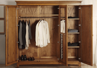 Lemari pakaian minimalis dari kayu