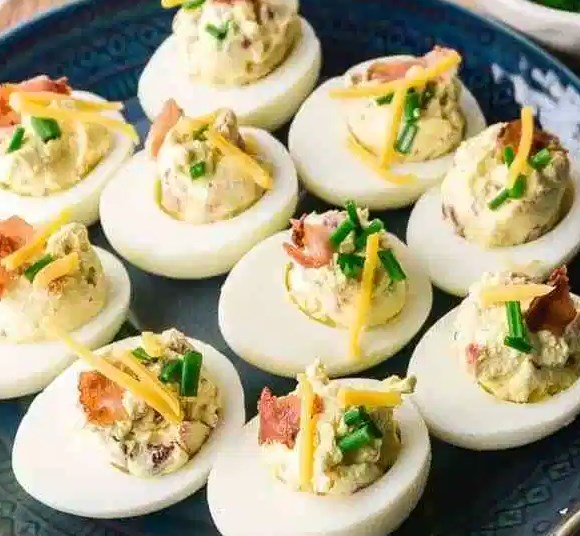 KETO DEVILED EGGS WITH BACON – LOW CARB, GLUTEN-FREE #appetizers #diet