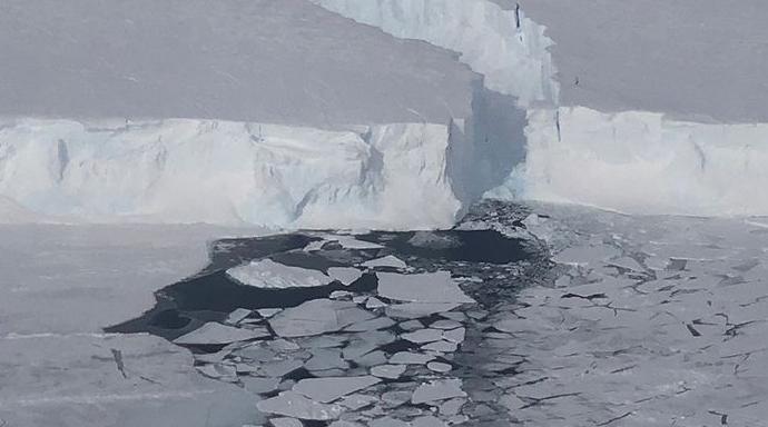 Εντυπωσιακές εικόνες από την αποκόλληση τεράστιου παγόβουνου στην Ανταρκτική (Βίντεο)
