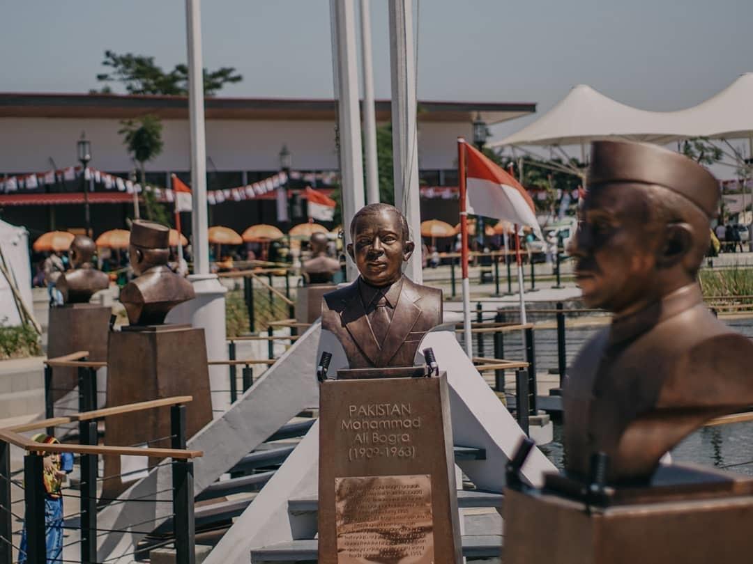 Mengunjungi Monumen KAA Kiara Artha Park
