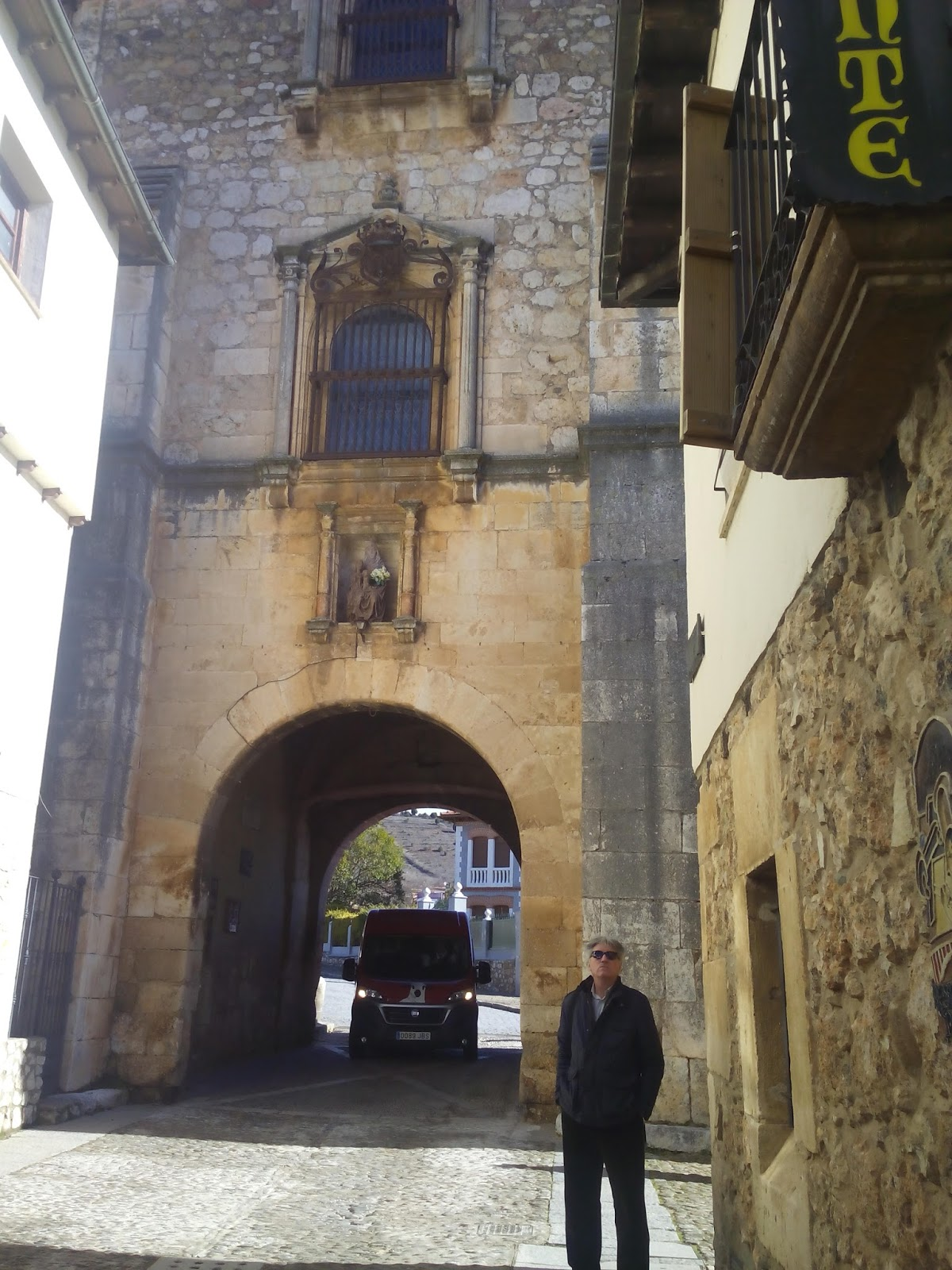 Taller de vivencias burgos covarrubias for Oficina turismo burgos