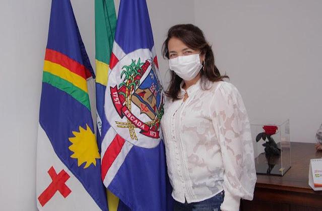 Prefeita Mary Gouveia segue para o oitavo mês de governo com, salários em dia, combate a pandemia, obras pela cidade, e chegadas de novas empresas