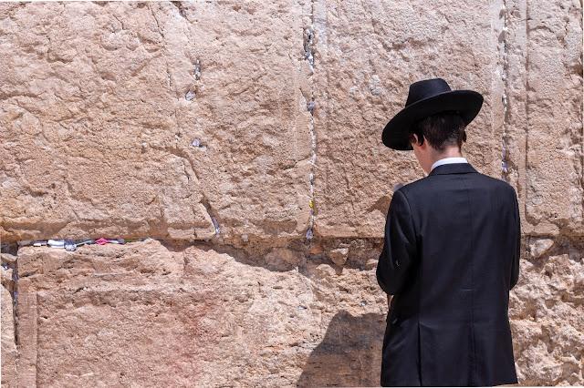 orang Yahudi beribadah
