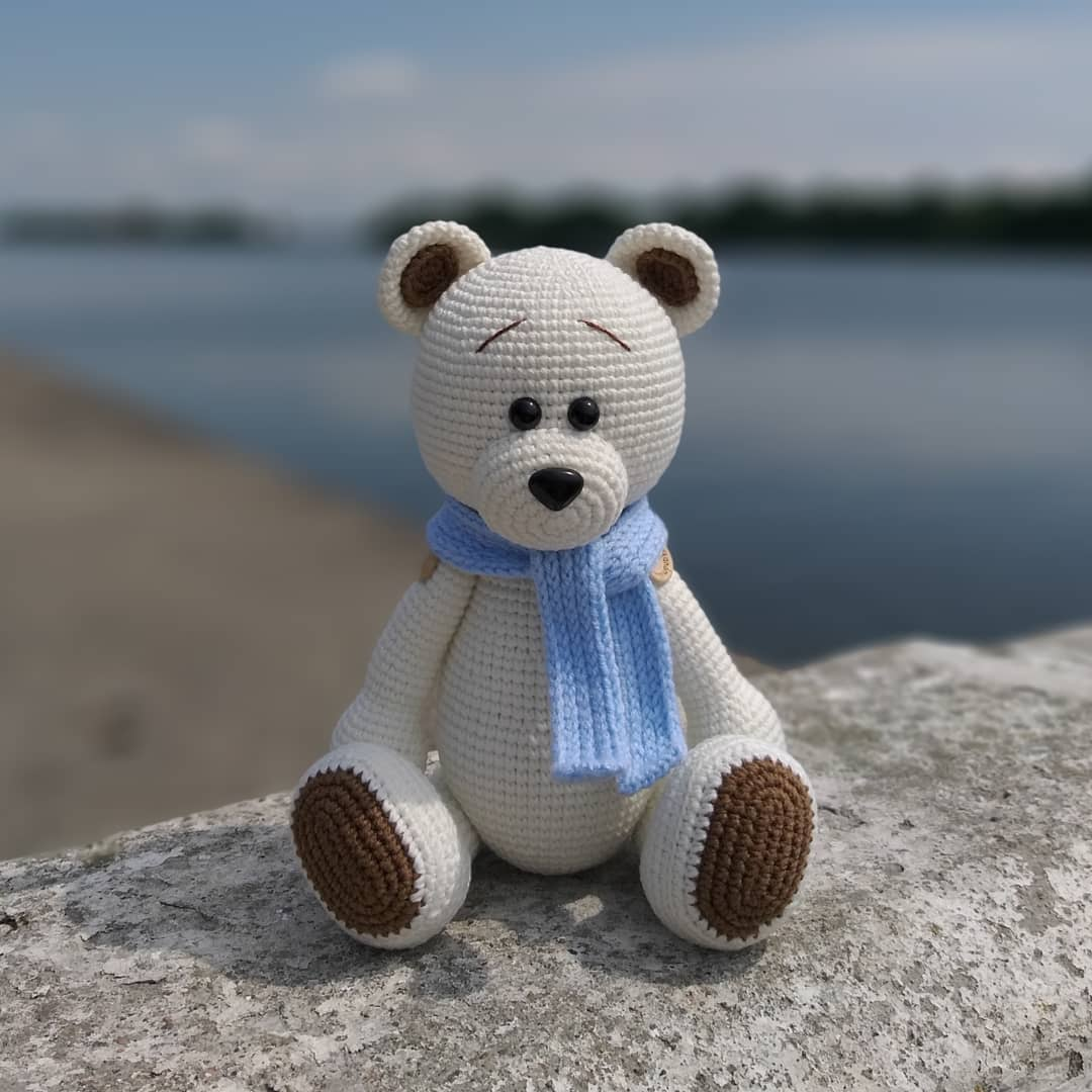 Crochet toy bear amigurumi