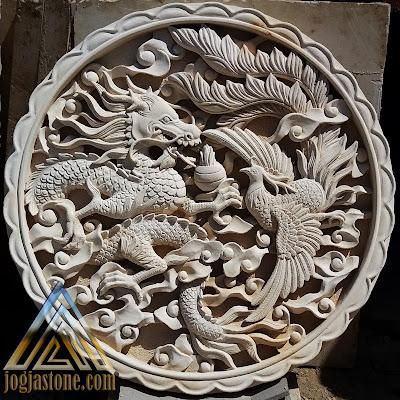 Relief naga dan burung hong dari batu paras jogja / batu putih